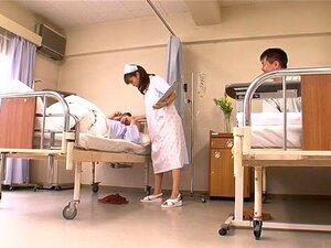 Böse japanische Hure bekommt ihre behaarte Fotze im Krankenhaus gefickt