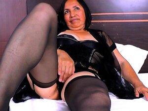 Reife haarige Latina Mama