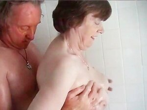 Dusche in der oma nackt Andrea Kiewel
