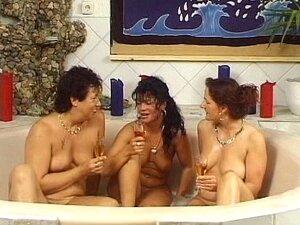 Der sauna damen nackt in ältere Sexkino in